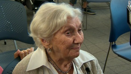 Holocaust survivor becomes US citizen