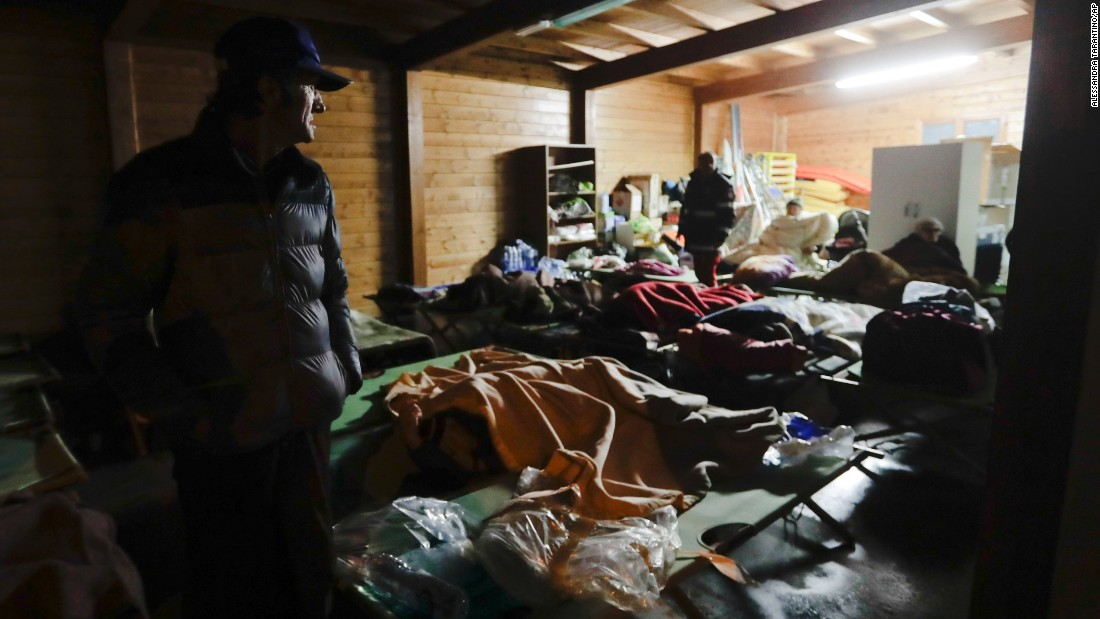 Residents prepare to spend the night in makeshift shelters in Visso.