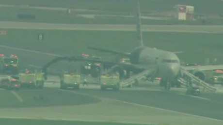 plane catches fire o'hare runway beeper lead_00000524
