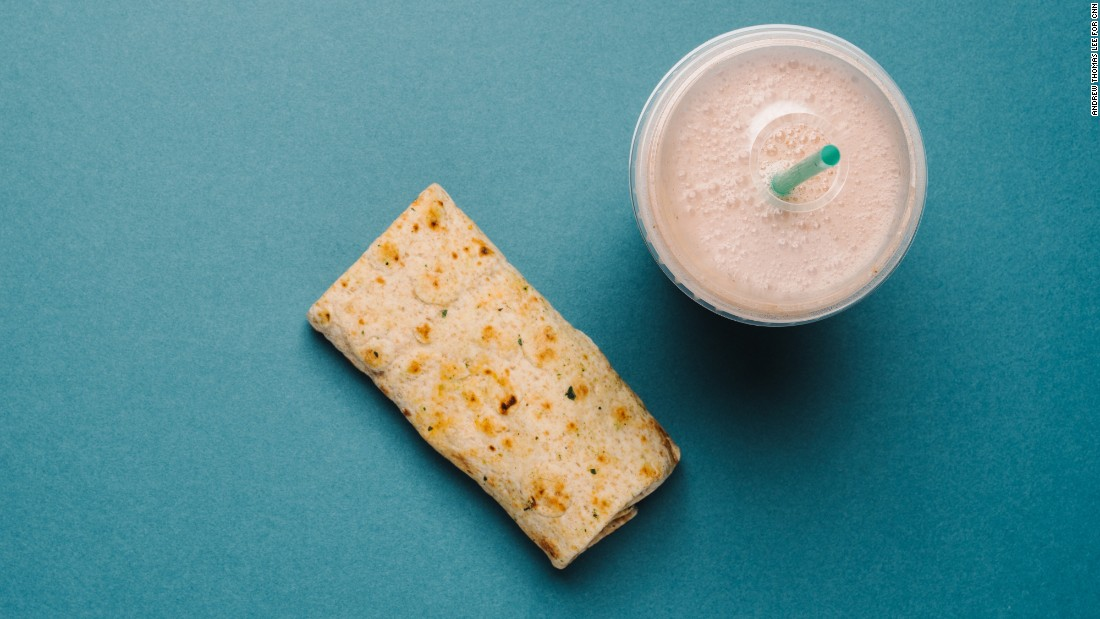 Starbucks' spinach, feta and cage-free egg white breakfast wrap offers 19 grams of protein and has plenty of carbs to fuel a light cardio workout. The strawberry smoothie with nonfat milk provides a generous amount of carbohydrates to replenish muscle glycogen stores, as well as 16 grams of protein, which provides amino acids for muscle building and repair.