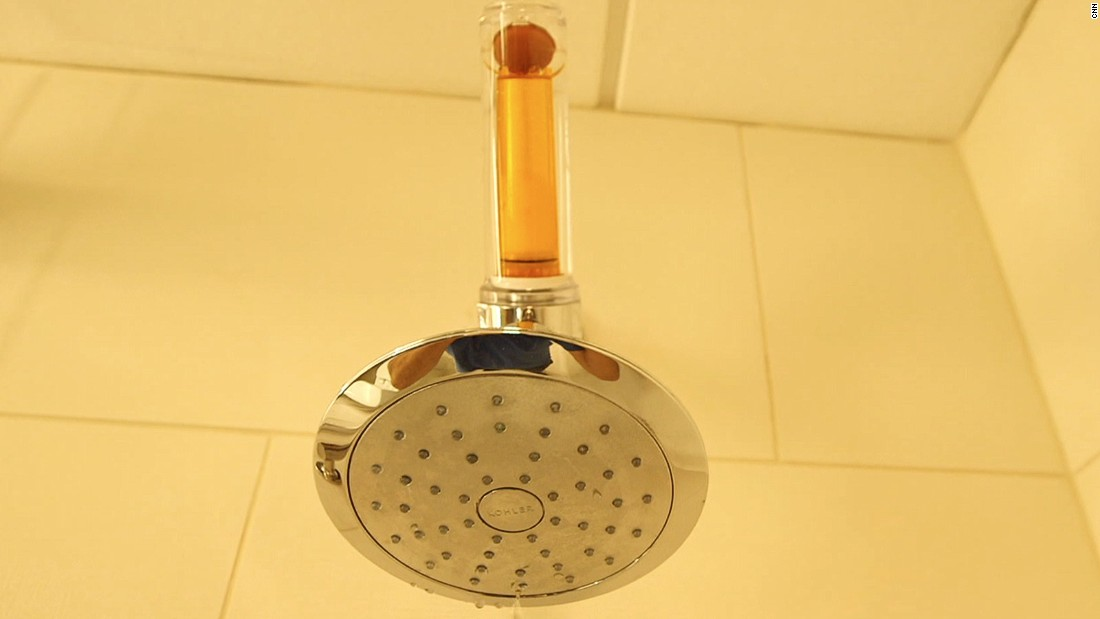 The purpose of the vitamin C shower is to filter out chlorine, which can be harmful to your hair and skin.