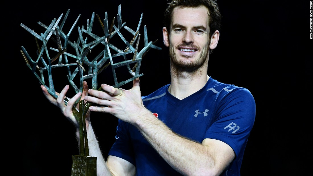 When Djokovic crashed out of the Paris Masters 1000 in the quarterfinal, Murray had a chance to become world No. 1 if he reached the final. He went one better, beating John Isner for his 19th consecutive match win.
