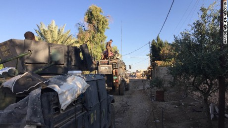 The Kirkuk regiment of the Iraqi counter-terrorism forces moves into the eastern outskirts of Mosul.