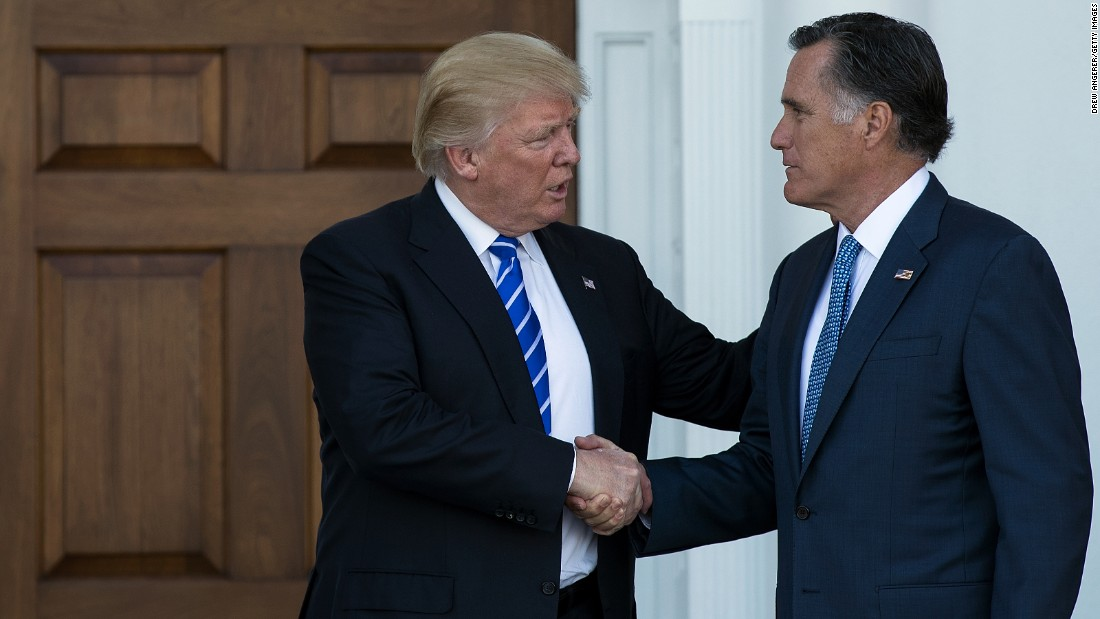 Romney calls on Trump to apologize over Charlottesville comments