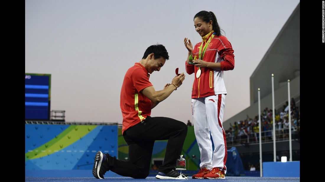 "China's Qin Kai <a href=""http://www.cnn.com/2016/08/14/sport/china-diving-marriage-proposal-rio-2016-olympics/index.html"" target=""_blank"">proposes to fellow diver He Zi</a> after she received Olympic silver in the 3-meter springboard on Sunday, August 14."