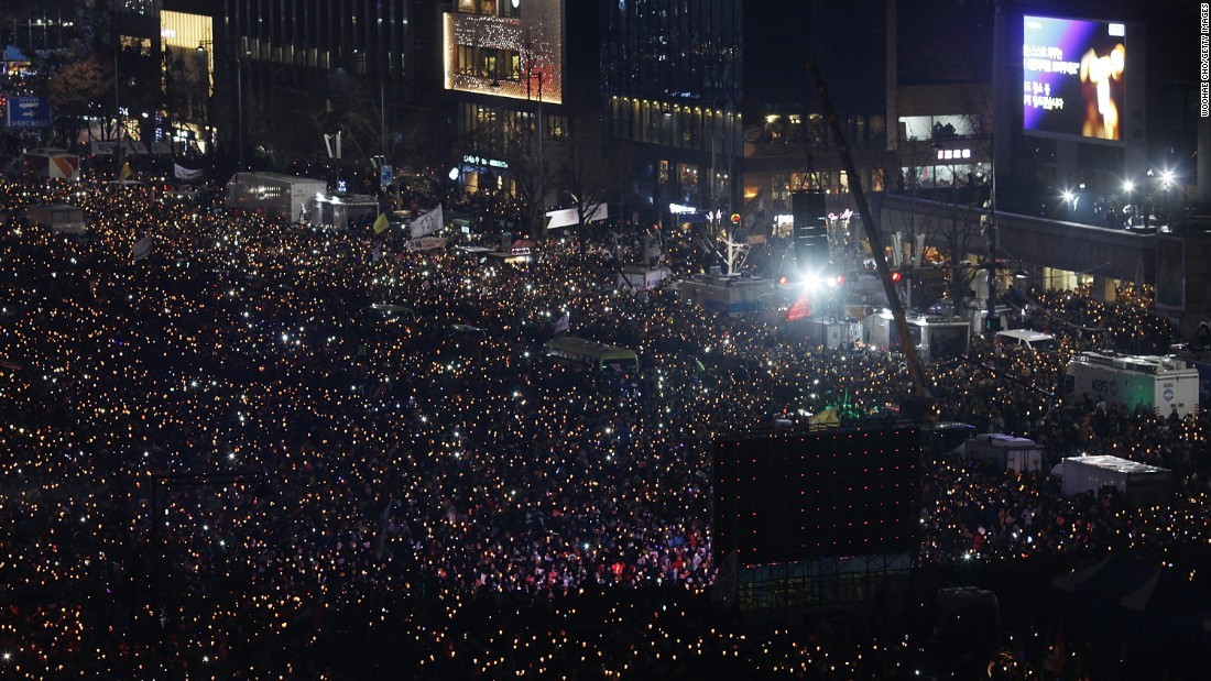 "In a country of 50 million people, organizers of Saturday's protest called for 2 million to hit the streets. (Read the full story <a href=""http://edition.cnn.com/2016/11/26/asia/south-korea-mass-protests/index.html"" target=""_blank"">here</a>)"