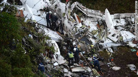 Rescuers search for survivors from the wreckage of the LAMIA airlines charter plane carrying members of the Chapecoense Real football team that crashed in the mountains of Cerro Gordo, municipality of La Union, on November 29, 2016. A charter plane carrying the Brazilian football team crashed in the mountains in Colombia late Monday, killing as many as 75 people, officials said.