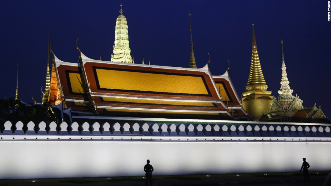"<strong>October 18:</strong> Police stand guard at the Grand Palace in Bangkok, Thailand, where the body of King Bhumibol Adulyadej was enshrined. <a href=""http://www.cnn.com/2016/10/12/asia/gallery/thai-king-bhumibol-adulyadej/index.html"" target=""_blank"">The King's death</a> was announced October 13. He was 88."