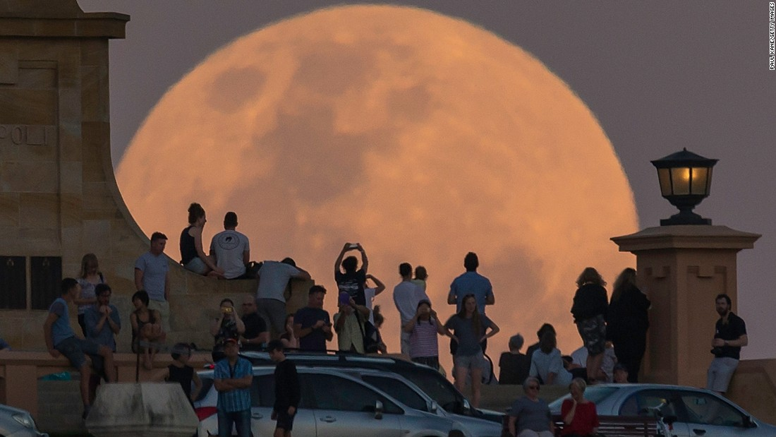 "<strong>November 14:</strong> Crowds in Fremantle, Australia, look at a supermoon. NASA scientists said the moon <a href=""http://www.cnn.com/2016/11/14/world/gallery/supermoon-november-2016/index.html"" target=""_blank"">was brighter than it had appeared at any point in the last 68 years.</a>"