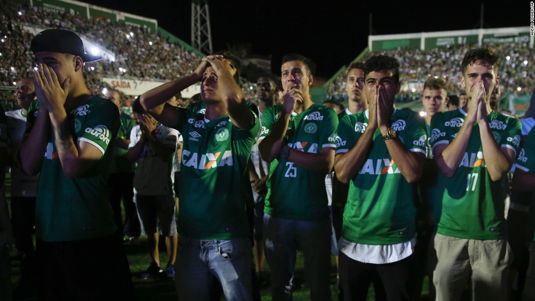"<strong>November 30:</strong> Players from the Brazilian soccer team Chapecoense mourn their fallen teammates <a href=""http://www.cnn.com/2016/11/30/world/gallery/colombia-plane-crash-reaction/index.html"" target=""_blank"">during a tribute</a> at the team's stadium in Chapeco, Brazil. A charter airplane carrying 77 people, including most players from Chapecoense, <a href=""http://www.cnn.com/2016/11/29/americas/gallery/colombia-plane-crash-site/index.html"" target=""_blank"">crashed near Rionegro, Colombia,</a> on November 28. Seventy-one people were killed, officials said. Six survived: three players, two crew members and one journalist."