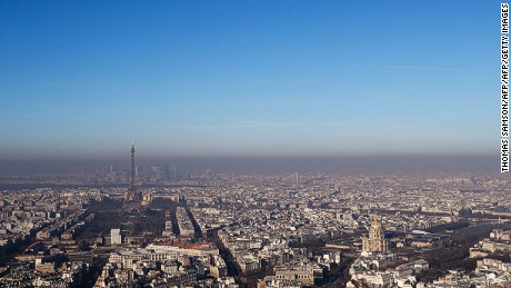 paris curbs car use as pollution chokes city cnn. Black Bedroom Furniture Sets. Home Design Ideas