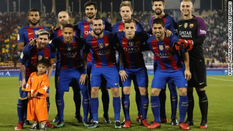 Murtaza Ahmadi poses with the Barcelona team before its game against Saudi Arabia's Al-Ahli.