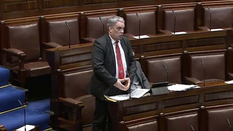 Irish politician's speech interrupted by his musical tie