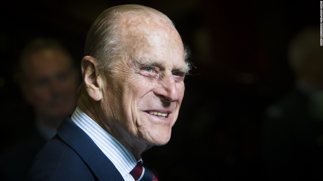 Prince Philip smiles as he visits an Auxiliary Air Force squadron in Edinburgh, 苏格兰, 在七月 2015.