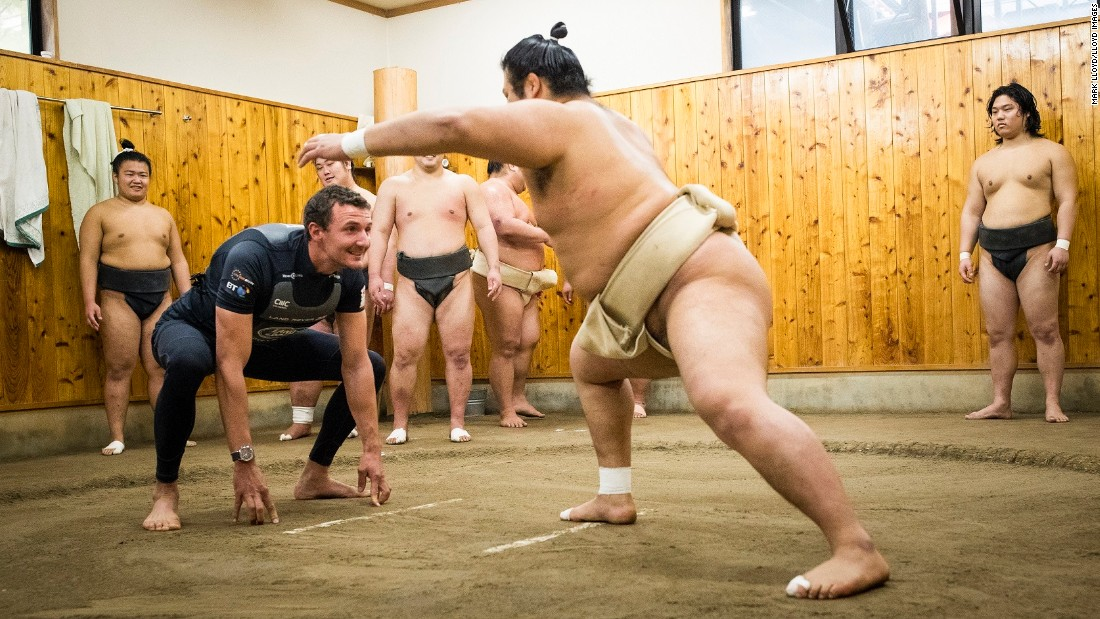 In Fukuoka, the crew visited the Kokonoe Beya Sumo Stable to get an insight into the wrestlers' training techniques.