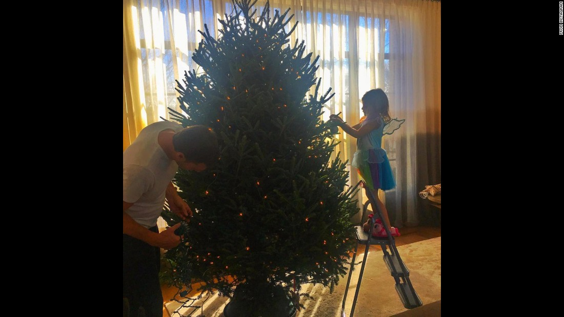 Gisele Bundchen's family is certainly getting into the holiday spirit. The model snapped this adorable photo of hubby Tom Brady decorating their tree with their daughter, Vivian.
