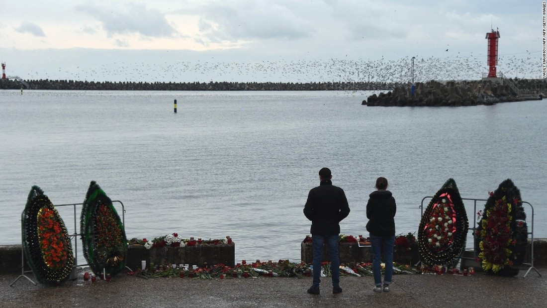 People visit a makeshift memorial to victims of the crash at a pier in Sochi on December 26. Russia is observing a national day of mourning for the eight crew and 84 passengers aboard.