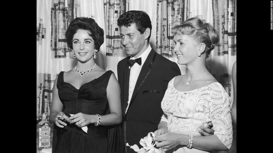 Fisher with Reynolds and Elizabeth Taylor in Las Vegas in 1958. The next year Fisher left Reynolds and married Taylor.