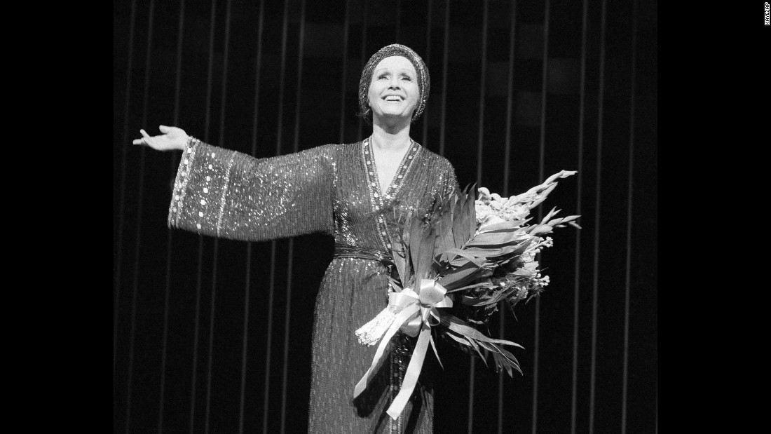 "Reynolds on stage for for a curtain call after a performance of ""Woman of the Year"" at New York's Palace Theatre in 1983."