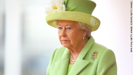 LONDON, UNITED KINGDOM - NOVEMBER 01: Queen Elizabeth II takes part in a ceremonial welcome for Colombia's President Juan Manuel Santos and his wife Maria Clemencia de Santos at Horse Guards Parade on November 1, 2016 in London, England. The President is on a state visit to Britain. (Photo by Gareth Fuller - WPA Pool/Getty Images)