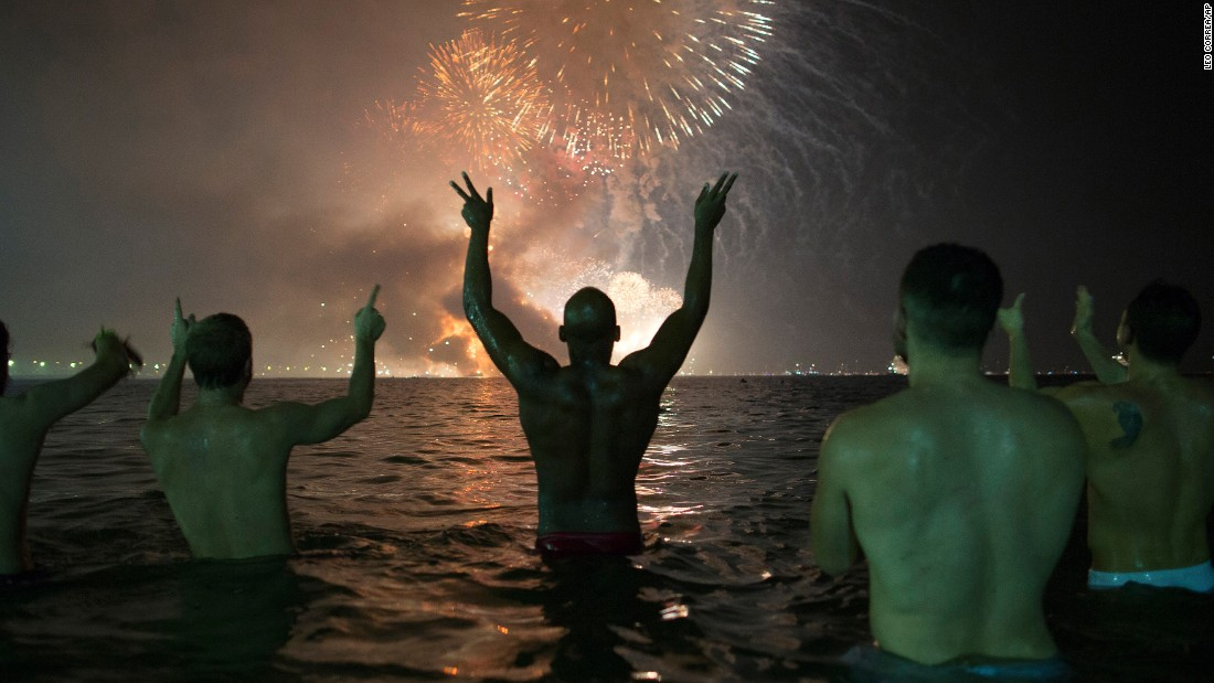 "People watch <a href=""http://www.cnn.com/2016/12/31/world/gallery/new-years-2017/index.html"" target=""_blank"">New Year's fireworks</a> explode over the Copacabana beach in Rio de Janeiro. <a href=""http://www.cnn.com/2016/12/23/world/gallery/week-in-photos-1223/index.html"" target=""_blank"">See last week in 30 photos</a>"