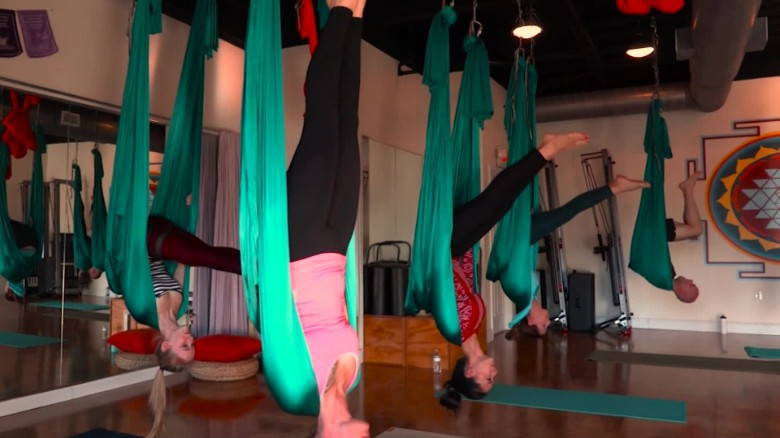 exp Staying Well Aerial Yoga _00012226