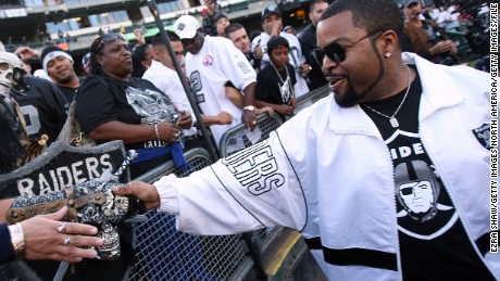 OAKLAND, CA - SEPTEMBER 14:  Actor Ice Cube greets fans of the Oakland Raiders prior to the Raiders playing against the San Diego Chargers on September 14, 2009 at the Oakland-Alameda County Coliseum in Oakland, California.  (Photo by (Ezra Shaw/Getty Images)