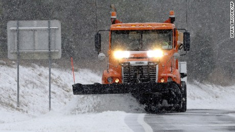 Winter storm moves up East Coast