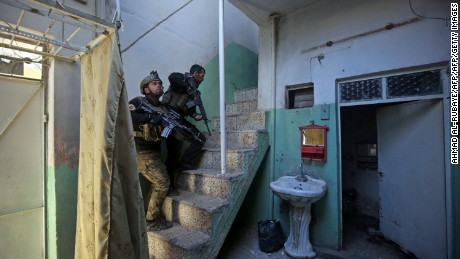 Members of the Iraqi Special Forces clear a building in eastern Mosul on January 2, 2017.