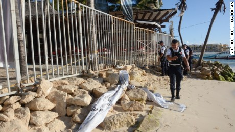 Mexican police agents, investigate at a nightclub near the beach in Playa del Carmen, Quintana Roo state, Mexico where 5 people were killed, three of them foreigners, during a music festival on January 16, 2017. A shooting erupted at an electronic music festival in the Mexican resort of Playa del Carmen early Monday, leaving at least five people dead and sparking a stampede, the mayor said. Fifteen people were injured, some in the stampede, after at least one shooter opened fire before dawn at the Blue Parrot nightclub during the BPM festival.    / AFP / STR        (Photo credit should read STR/AFP/Getty Images)