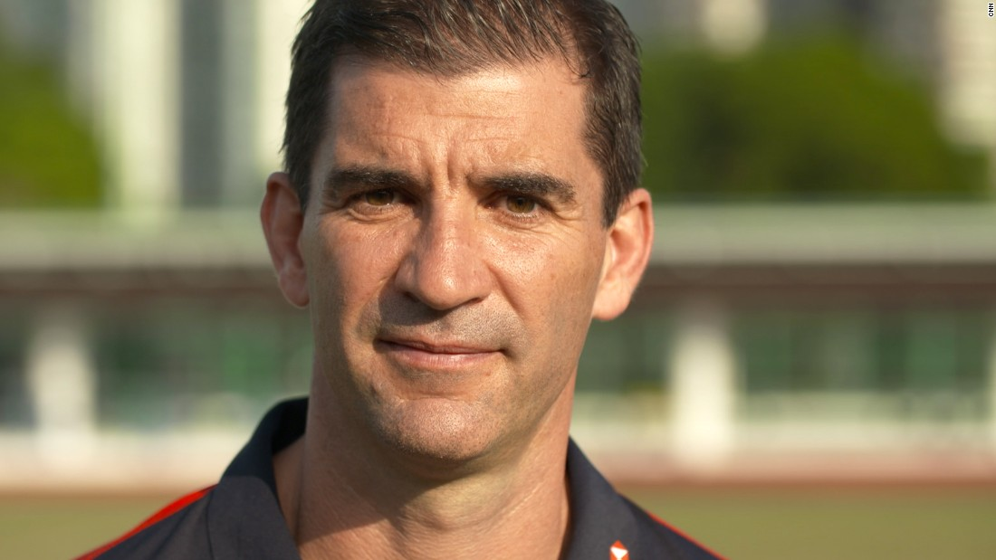 Before taking up his job as Fiji's men's coach, Gareth Baber gave CNN a rugby sevens skills tutorial with the help of the Hong Kong women's team.