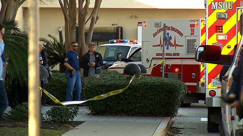 Texas mall robbery leaves good Samaritan dead