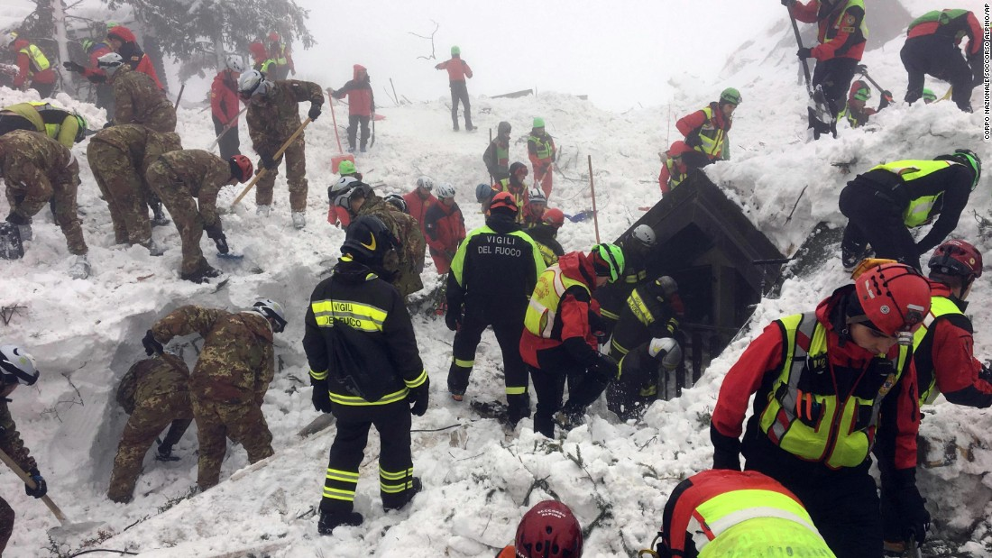 Italian rescuers and volunteers continue a rescue operation on Sunday, January 22 at the site of the avalanche that inundated Hotel Rigapiano.