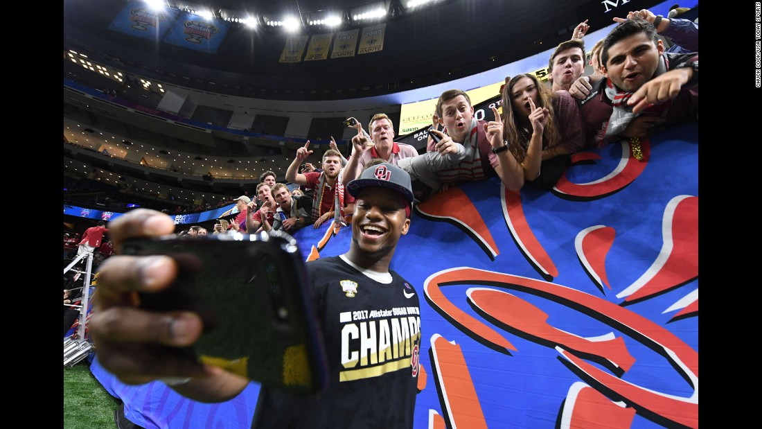 Oklahoma running back Joe Mixon takes selfies with fans after the Sooners' Sugar Bowl win in New Orleans on Monday, January 2.