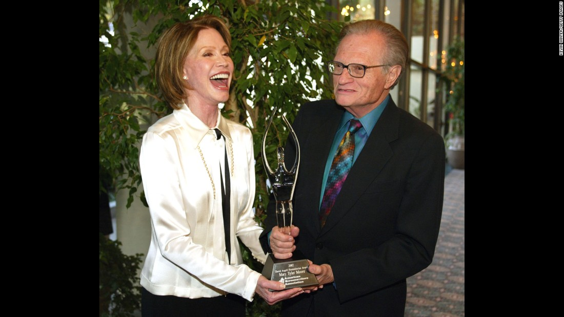 Moore receives the David Angell Humanitarian Award from Larry King in 2002. The award was established by the American Screenwriters Association. Moore suffered from Type 1 diabetes and was chairwoman of the Juvenile Diabetes Research Foundation.