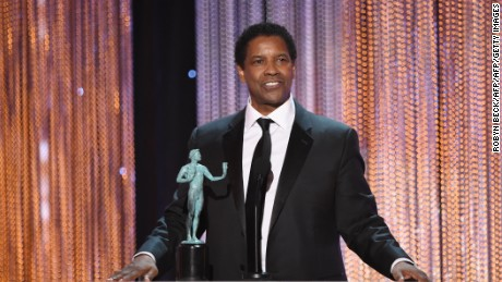 Actor Denzel Washington accepts Outstanding Performance by a Male Actor in a Leading Role for 'Fences' onstage during the 23rd Annual Screen Actors Guild Awards show at The Shrine Auditorium on January 29, 2017 in Los Angeles, California. / AFP / Robyn BECK        (Photo credit should read ROBYN BECK/AFP/Getty Images)