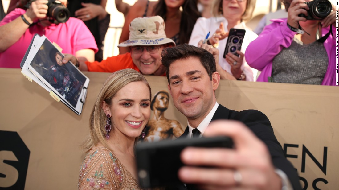 It was date night on the red carpet for Emily Blunt and John Krasinski as the couple stops to take photos for fans.