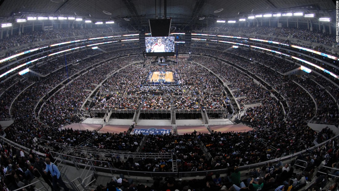 <strong>Largest attendance:</strong> In 2010, there were 108,713 fans who attended the game at Cowboys Stadium in Arlington, Texas.