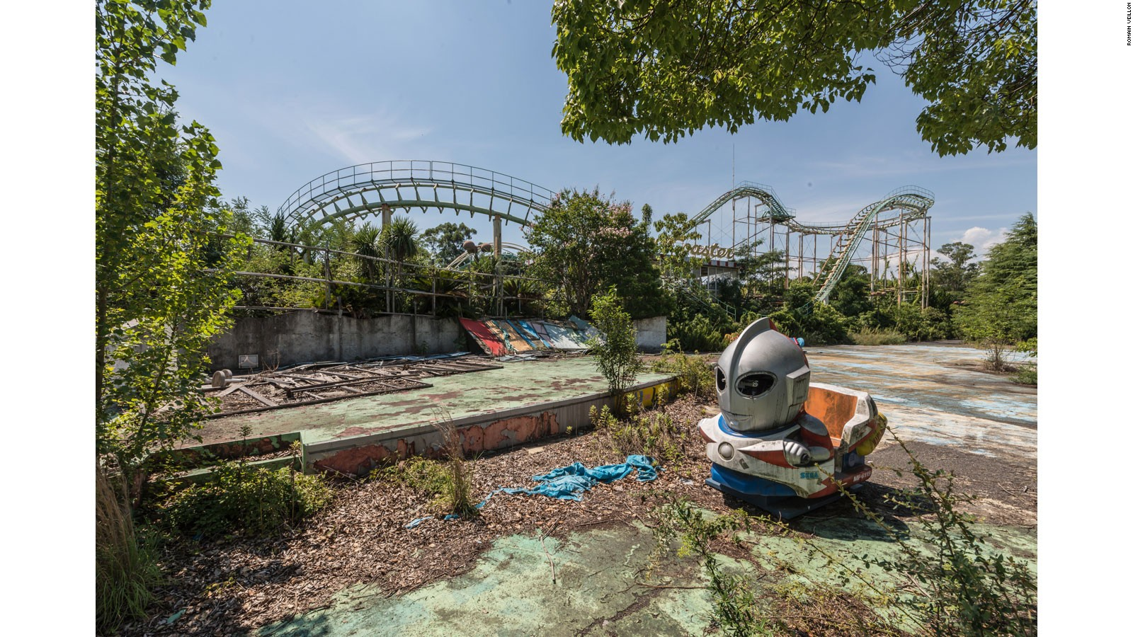 Dreamland Decay The Final Moments Of A Forgotten Theme Park CNN - Photographer captures abandoned worlds time forgot