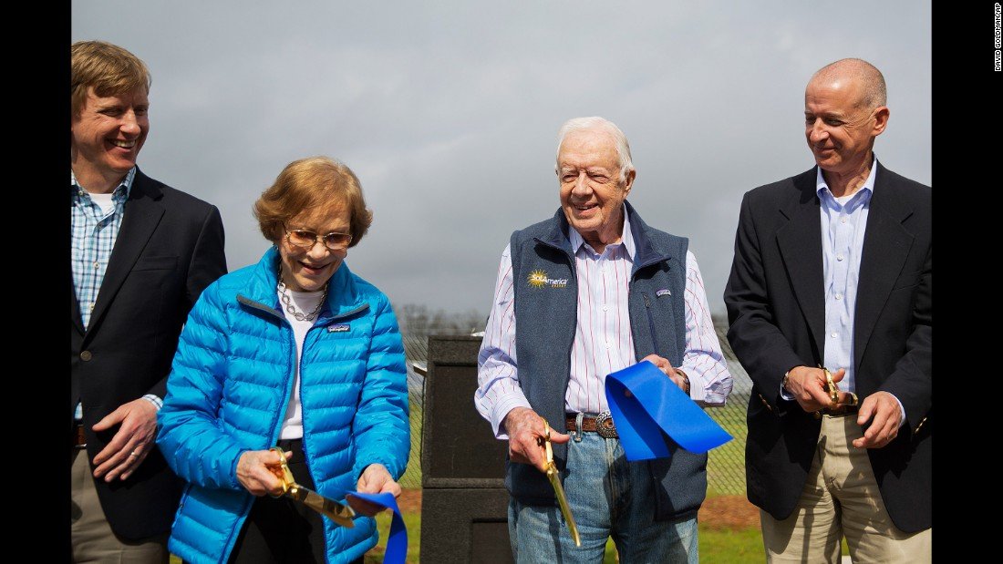 Former US President Jimmy Carter and his wife, Rosalynn, cut the ribbon on a solar-panel project in his hometown of Plains, Georgia, on Wednesday, February 8.