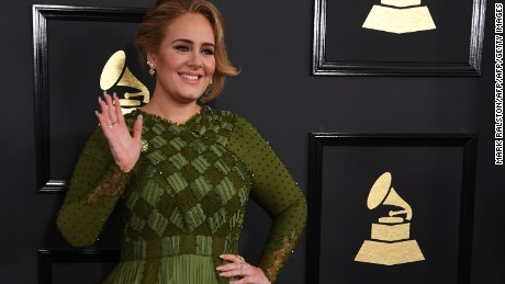 Adele arrives for the 59th Grammy Awards pre-telecast on February 12, 2017, in Los Angeles, California.  / AFP / Mark RALSTON        (Photo credit should read MARK RALSTON/AFP/Getty Images)
