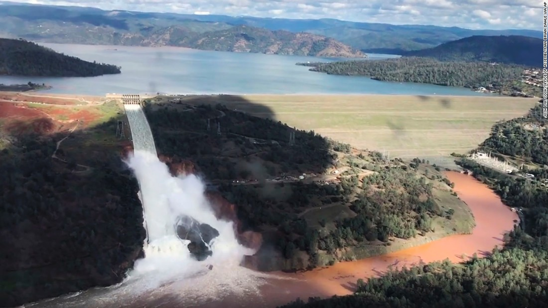 Oroville dam: Residents allowed to return as water level drops
