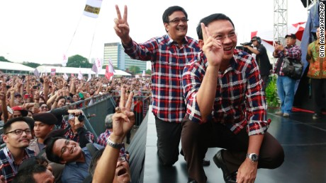 Jakarta Gov. Basuki Tjahaja Purnama, right, and his deputy Djarot Saiful Hidayat campaign Saturday.