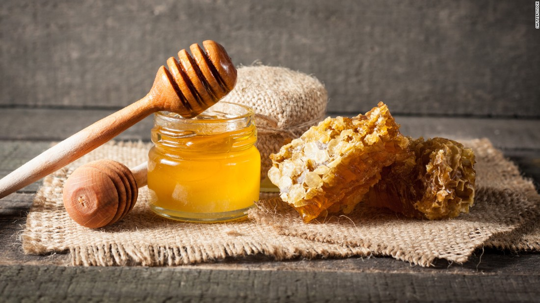 Honey has been shown to possess small amounts of nutrients, antioxidants and antibacterial, antiviral and anti-inflammatory compounds.