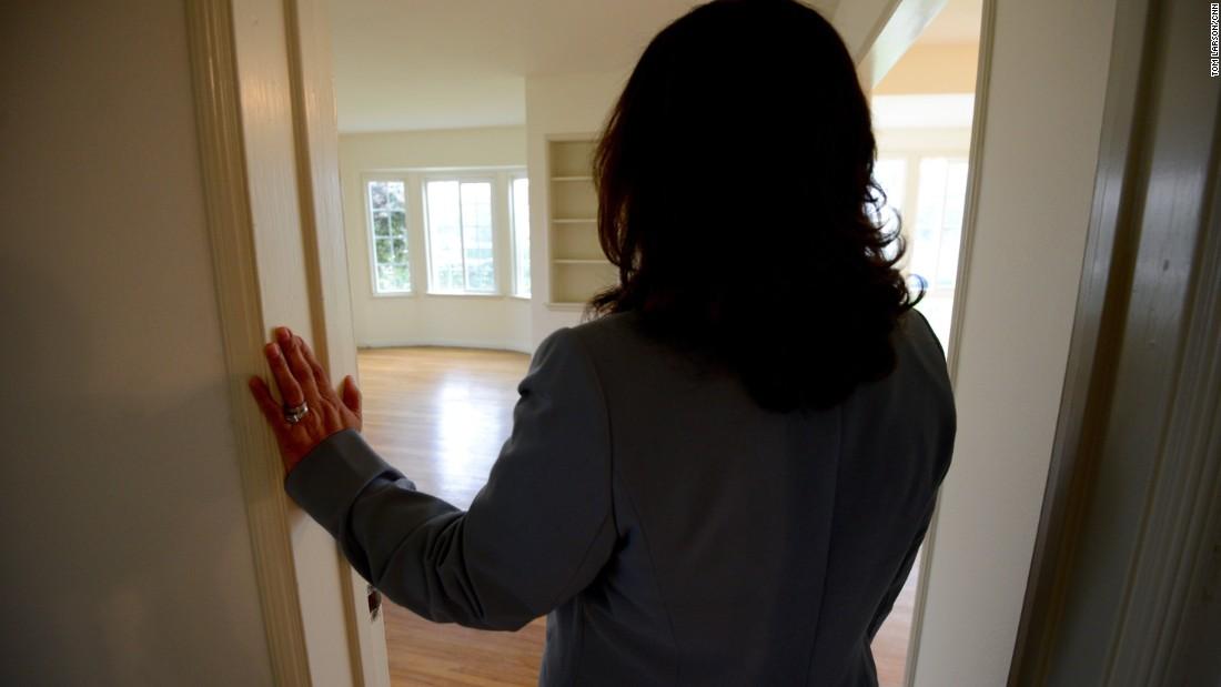 Underground network readies homes to hide undocumented immigrants
