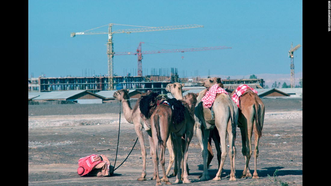 Despite the fast development taking place in Dubai, traditional ways of life continued to coexist alongside skyscrapers and cranes.