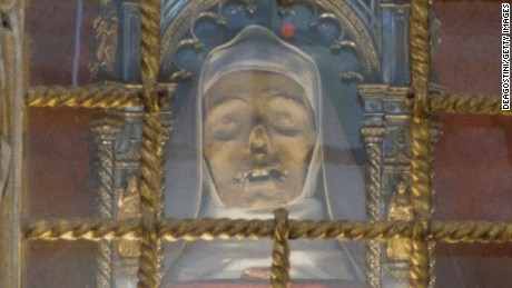 ITALY - MARCH 29: St Catherine of Siena's incorrupt head, marble altar by Giovanni di Stefano, 1469, interior of the Basilica of San Domenico, historic centre of Siena (UNESCO World Heritage List, 1995), Tuscany, Italy. (Photo by DeAgostini/Getty Images)