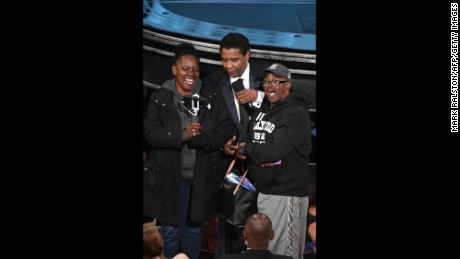 "Gary Coe, aka ""Gary from Chicago,"" and his fiancee, Vickie Vines, meet Denzel Washington at the 89th Oscars on Sunday."