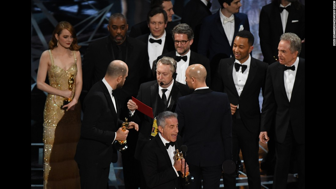 "Horowitz, second from left, speaks to stage manager Gary Natoli, who had the envelope that showed ""Moonlight"" as the best picture."