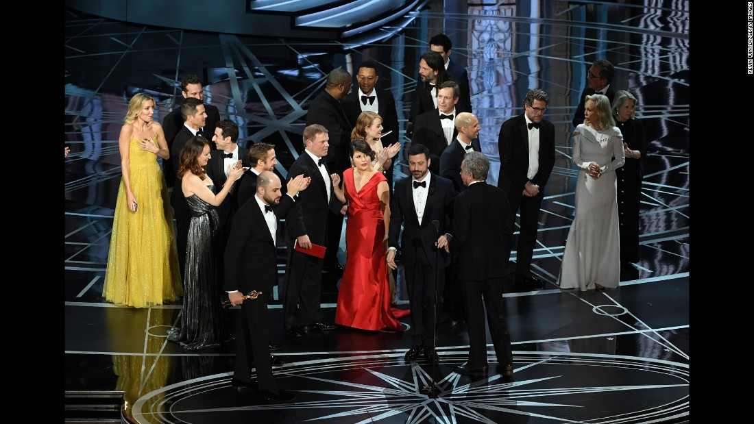 Horowitz, lower left, stops the show to announce the actual best picture winner.